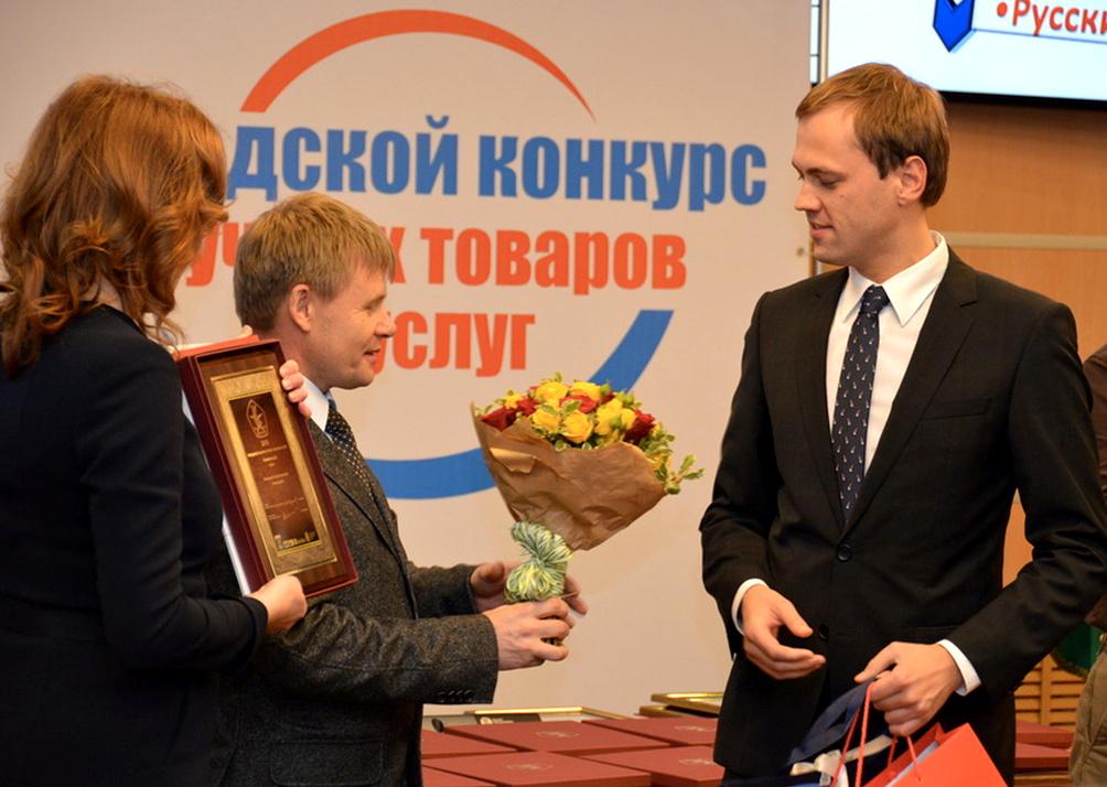 Рубцов вручает диплом Очаково